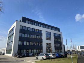 Bürogebäudes mit Produktionshalle – Pyramide GmbH Referenzen